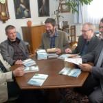 Buchbesprechung bei Bürgermeister Huettinger im Stadthaus in Ansbach. Foto: Eva Wühr, FLZ Ansbach
