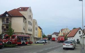 Nach dem Unwetter in der Fischerstraße: die Feuerwehr beim Keller leerpumpen. Foto: Jürgen Grauf