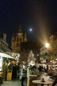 Schneeflocken, Mond und Weihnachtsmarkt - perfekte Kombi am 30. November 2017! Foto: Jürgen Grauf