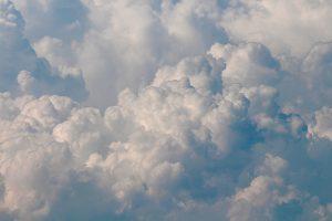 aufquellende Cumulunimbus-Wolken. Foto: Goede