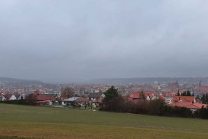 """Mit der Warmfront von Tief """"Heinz"""" wurde das Ende der Westwetterlage am 15. März in Ansbach eingeläutet. Foto © Jürgen Grauf"""