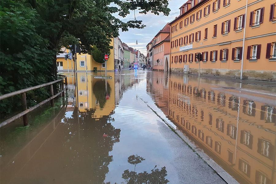 die Würzburger Landstraße am Abend des 9. Juli 2021. Foto: Jürgen Grauf